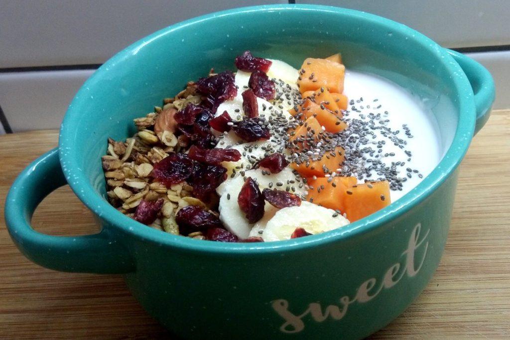 Granola with yogurt and fruit