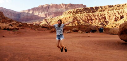 Rima jumping in the desert